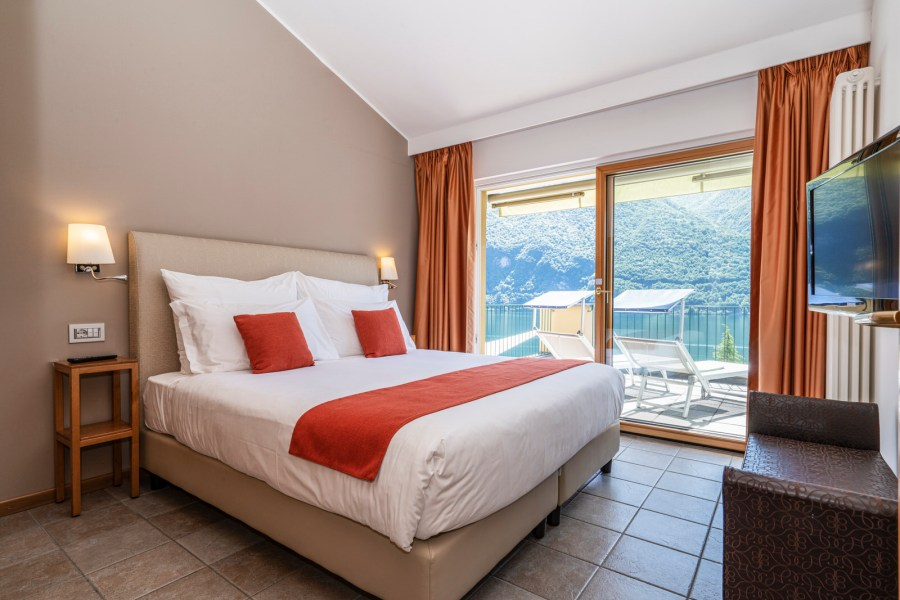 Panorama Suite with Terrace & Great Lake View