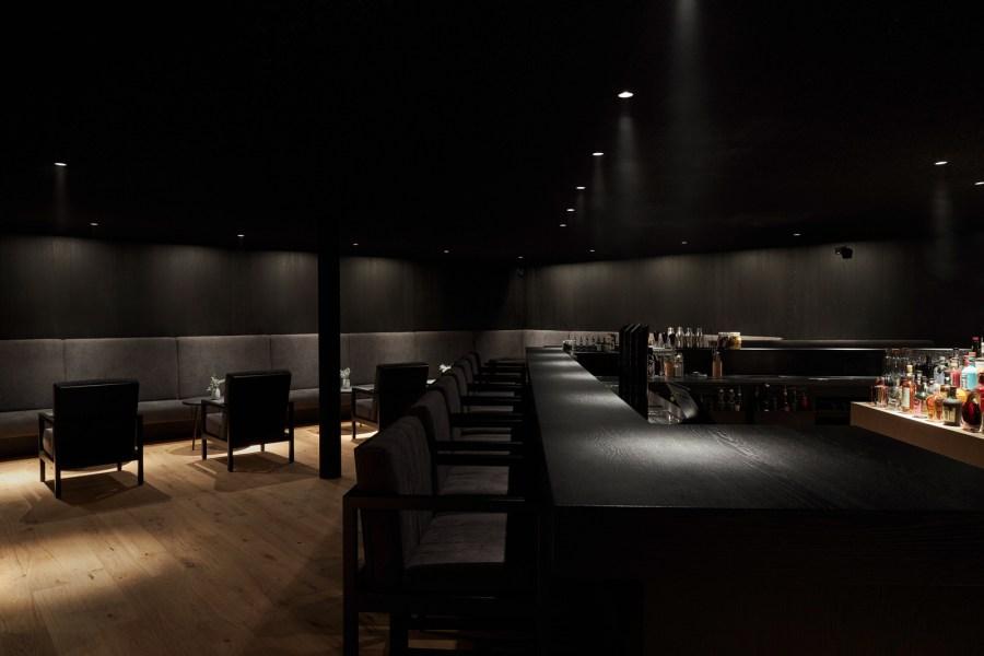 Im historischen Haus befinden sich die Bar mit Lounge und Terrasse.