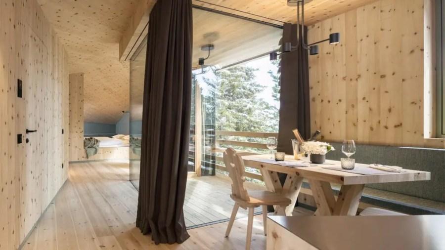 Architektur des Design Chalets, laden Sie zu einer entspannten Auszeit in den Dolomiten ein.
