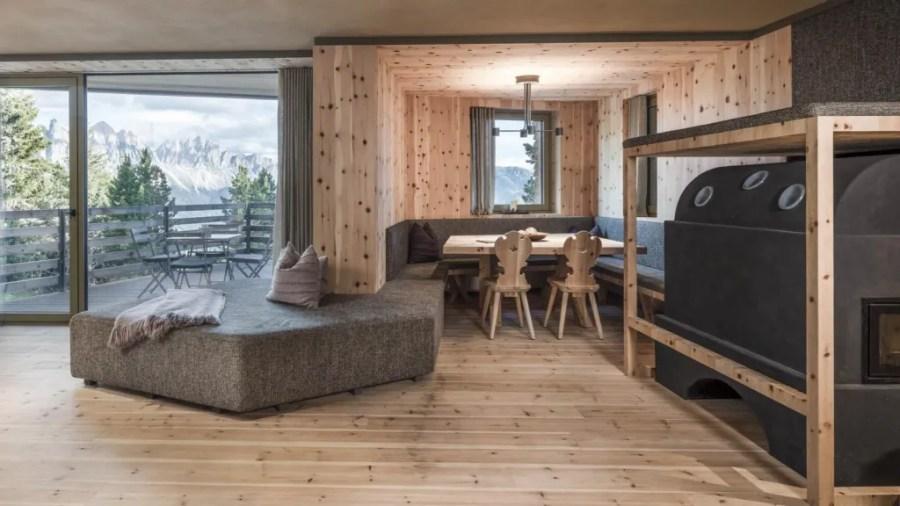 Odles Lodge Suite mit Arvenholz.