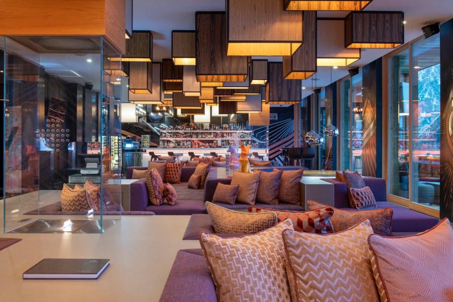 W Verbier Living Room - Day & Night bar.
