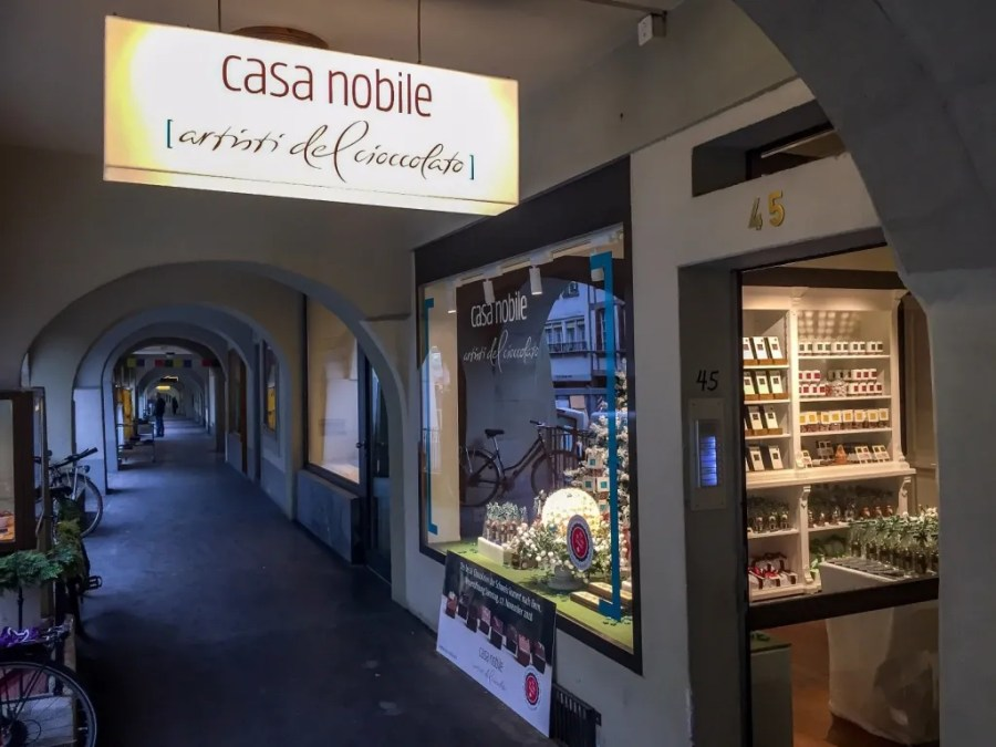 Schokolade-Liebhaberinnen und -Liebhaber finden im Casa Nobile-Laden an der Rathausgasse 45 in Bern die Erfüllung ihrer Träume.