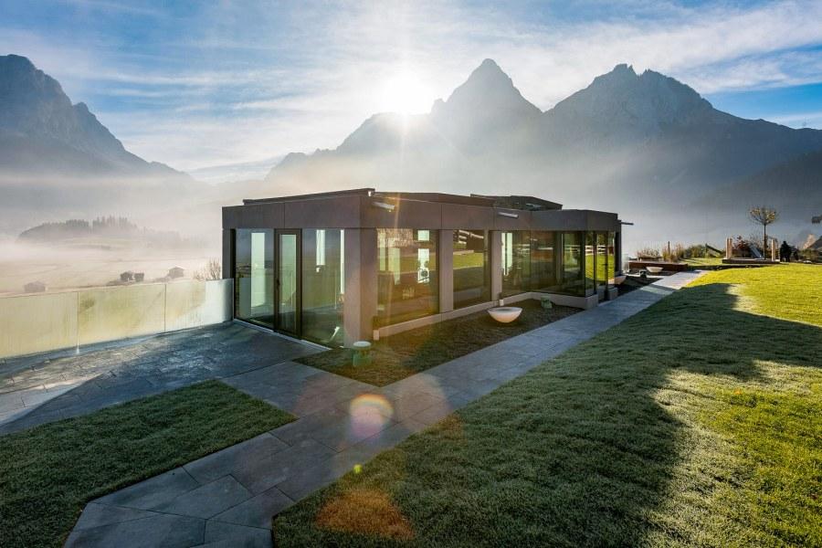Das Bozener Büro Noa* – network of architecture schuf den beeindruckenden Wellnessbereich in Ergänzung zum bestehenden MOHR Life Resort.