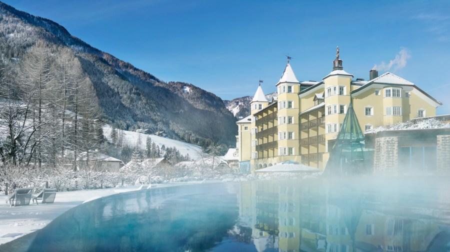 ADLER Spa Resort DOLOMITI: Der Outdoor Pool, ein dampfendes Badevergnügen im Winter!