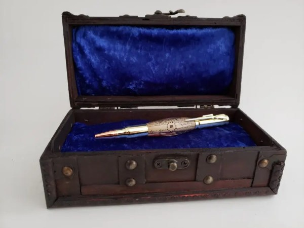 Historical gift! Independence Hall wood embed pen on We The People constitution background.