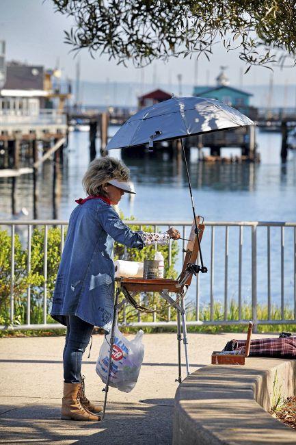 A lady En Plein Air Painter