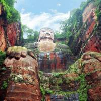 The impresive 71m high Leshan Giant Buda in the Linheshan mountain