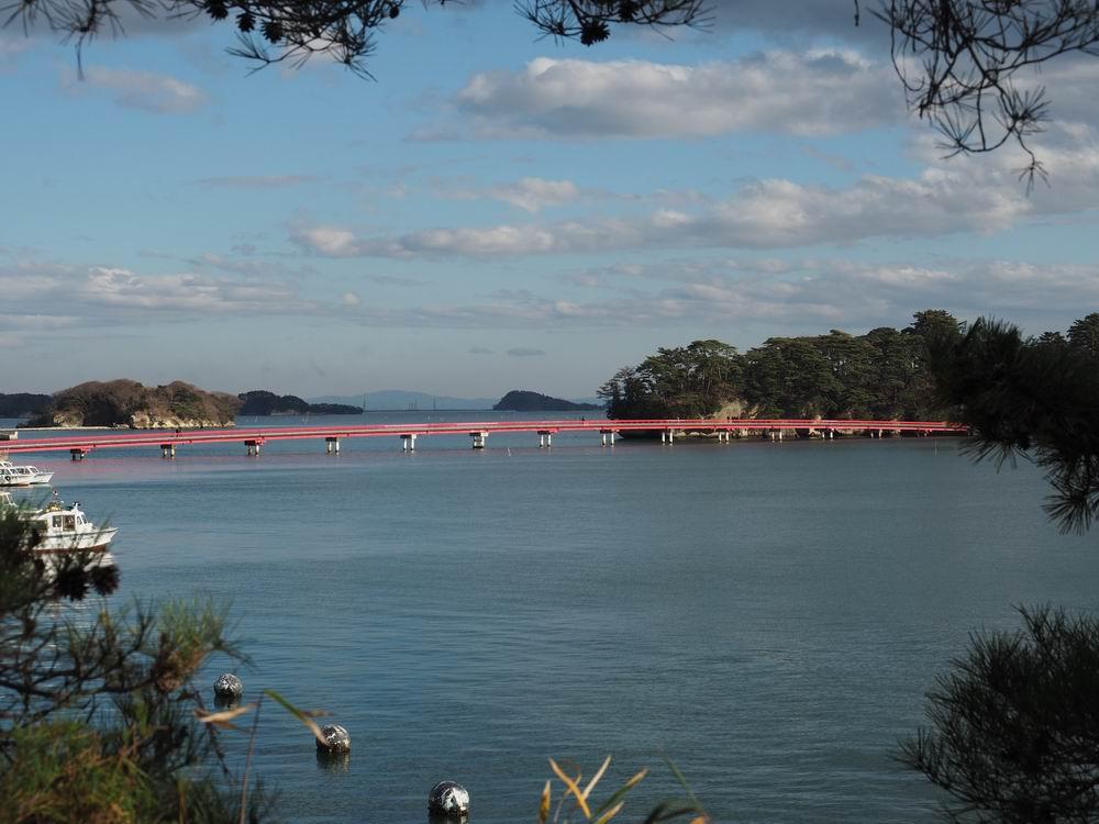 松島五大堂より福浦橋を眺めた風景写真