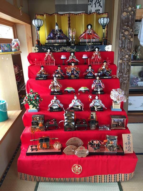 管理人宅の7段飾りのひな人形