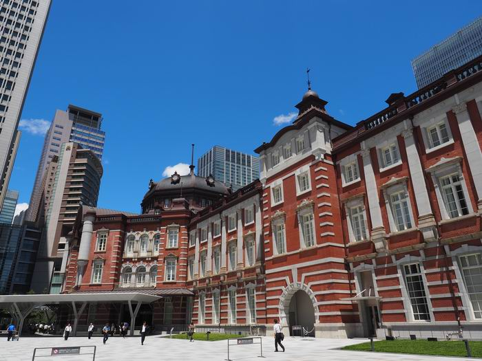 東京駅の夏の風景写真