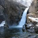 xt3で撮影する秋保大滝の冬の風景写真滝つぼ付近の雄大な写真