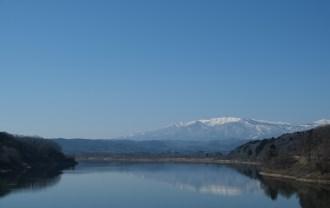 xx-t3レビュー画質の評価釜房ダムから見た蔵王連峰の写真