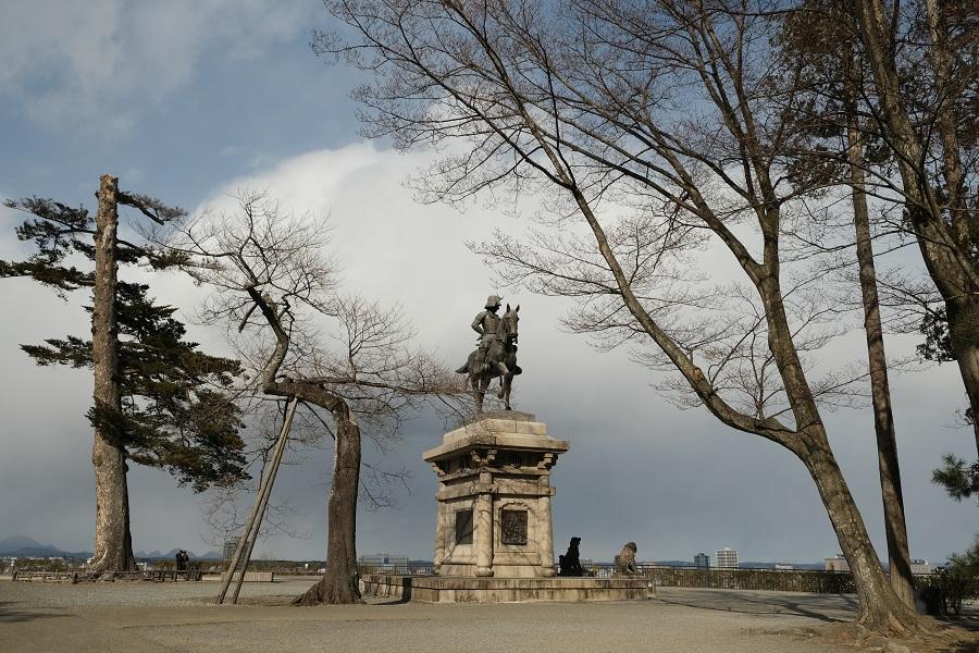 x-t3レビュー・青葉城址公園(仙台城)の園内の風景写真伊達政宗公の銅像写真