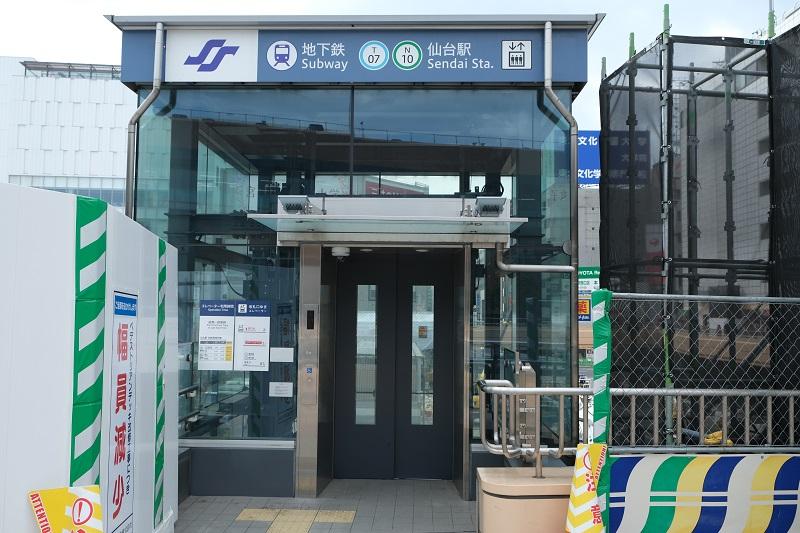 仙台地下鉄東改札へのエレベーターの写真