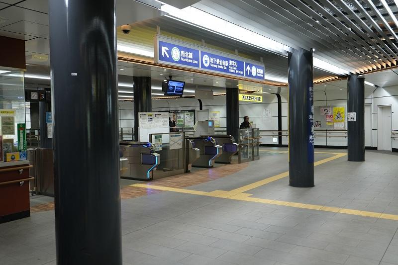仙台地下鉄東改札へのエレベーターの写真で降りたところの風景写真