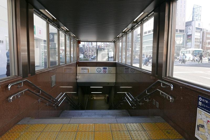 仙台地下鉄の南改札への行きかた北1番の階段の風景