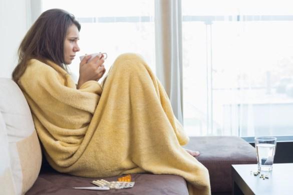 Como acabar com a dor? A melhor forma é se manter aquecido, usando roupas apropriadas para cada temperatura. Se mesmo assim a dor incomodar, vale fazer compressas com bolsas térmicas ou panos quentes na região afetada. Outra dica é se movimentar, fazer exercícios de baixo impacto, como caminhadas e alongamentos