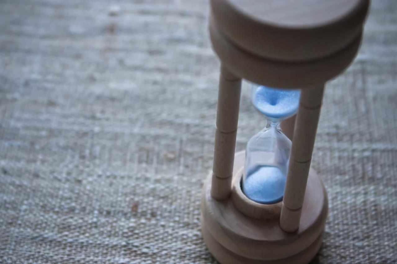 遅く感じてしまう退屈な時間を早く感じるおすすめの3つの方法
