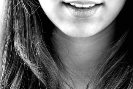 絶対に秘密をばらさない!口が堅い人を見分けるための5つの特徴