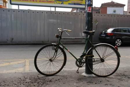 超危険!自転車に乗りながらイヤホンで音楽を聴くべきでない理由4選
