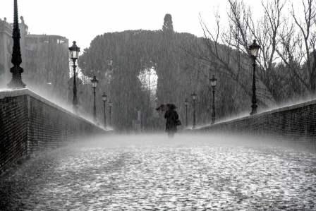 じめじめして暗い気分…雨の日に憂鬱な気分になりやすい4つの理由