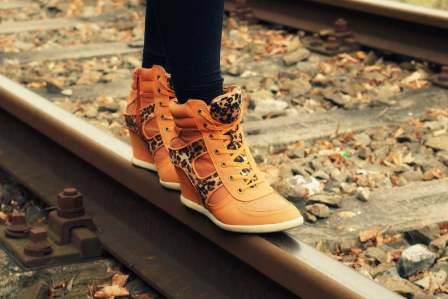 サイズが合わない!脱げてしまうぶかぶかの靴をぴったり履く対策5選