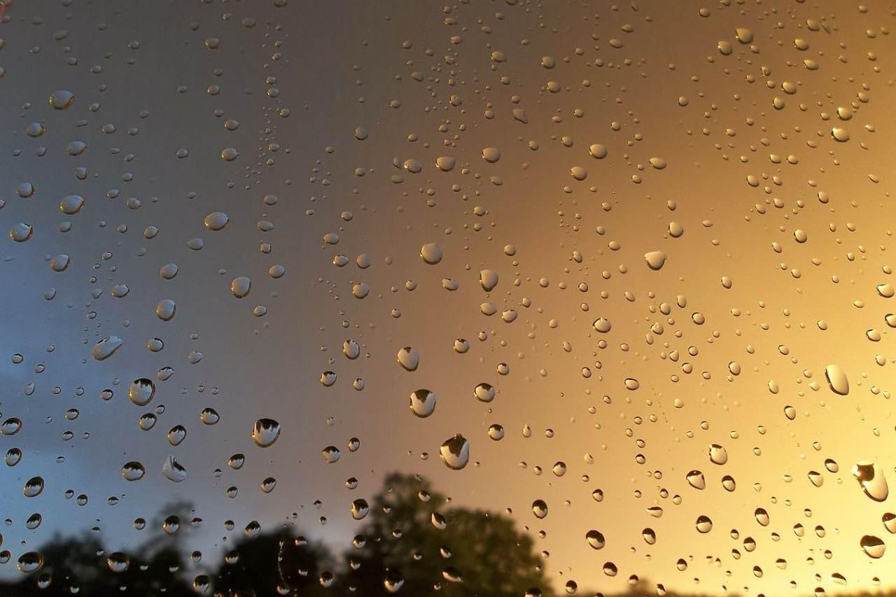 雨や曇りの日の暗くて憂鬱な気分をすっきり解消する4つの対策方法