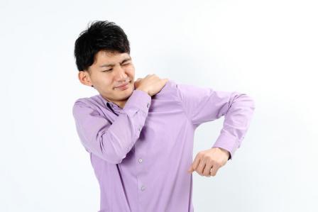 1人でとても簡単にできる!肩こりの予防に効果的なストレッチ方法3選