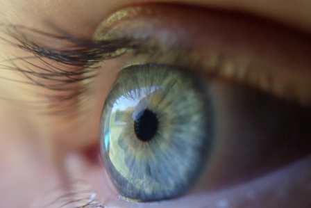 目が悪くなった?視力が低下して落ちたことを確認するための方法4選