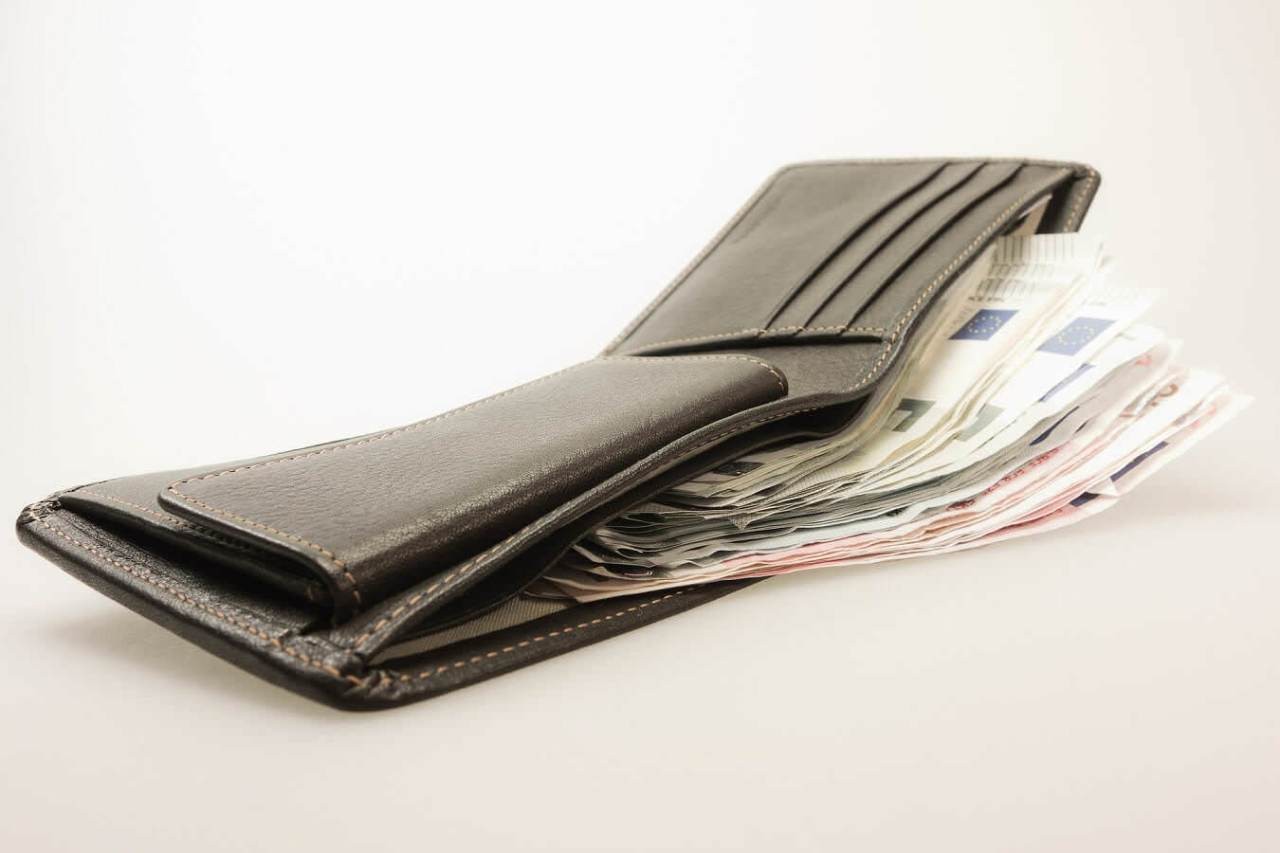 お金がどんどん減っていく!頻繁に奢ることによる3つのデメリット