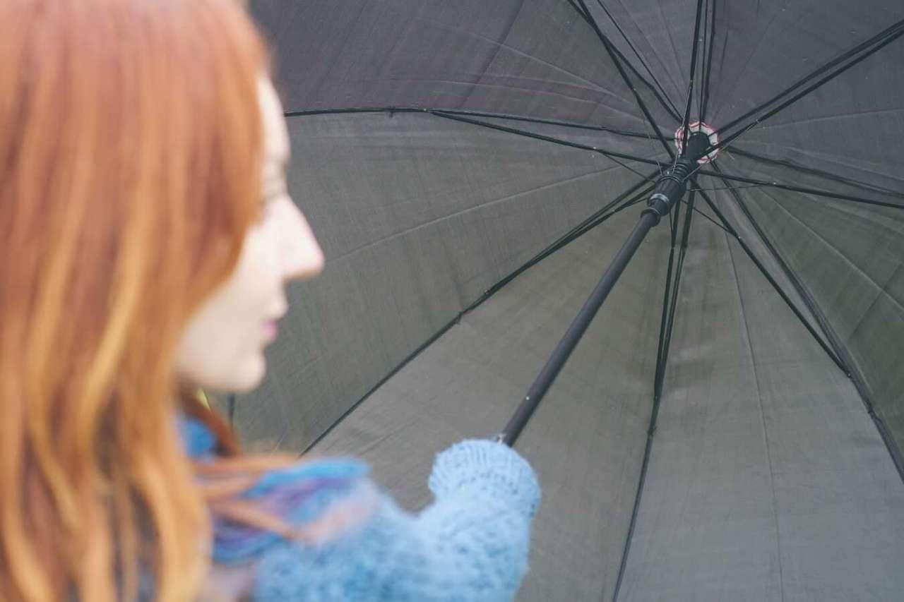 湿気で髪の毛が!雨の日の嫌なくせ毛を防止するための対策方法4選