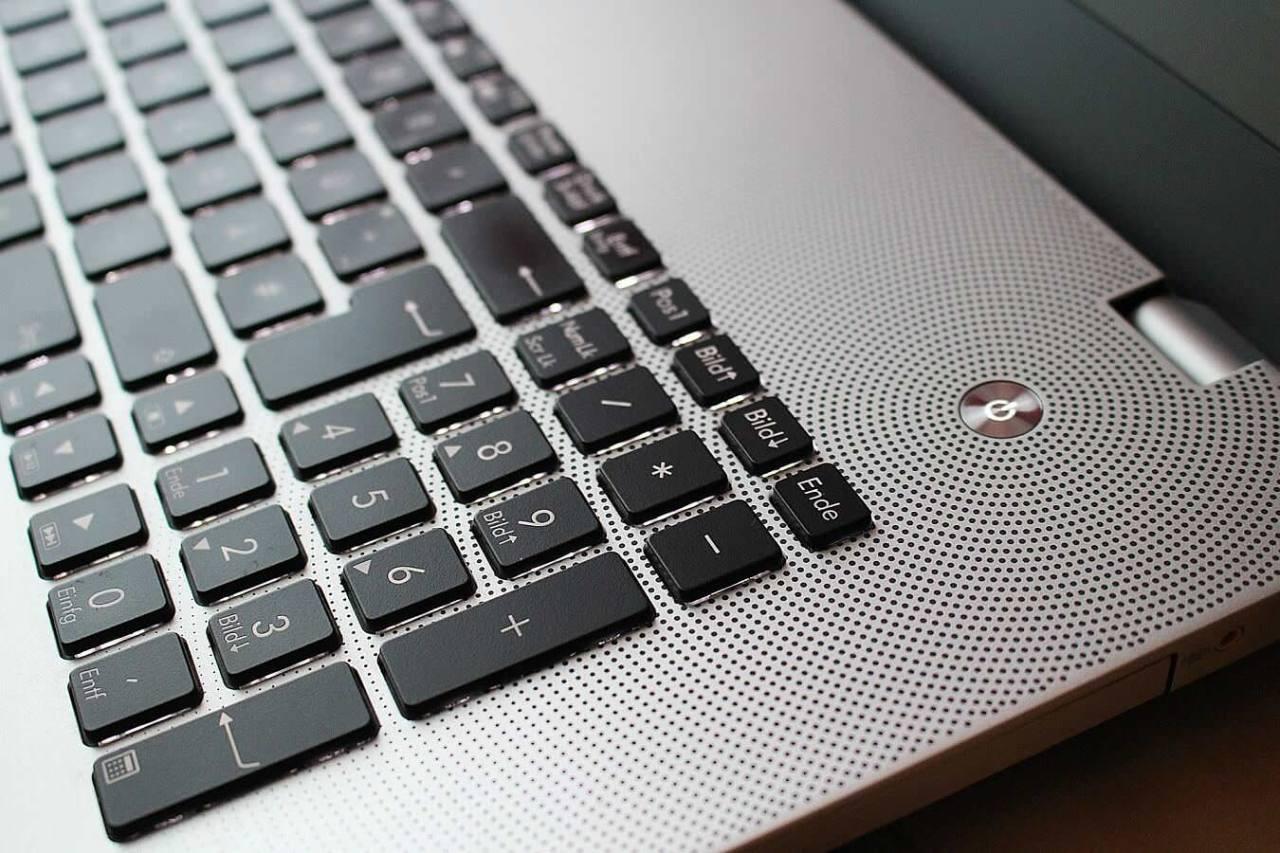 簡単!パソコンのキーボードの汚れやほこりを防止するための対策方法5選