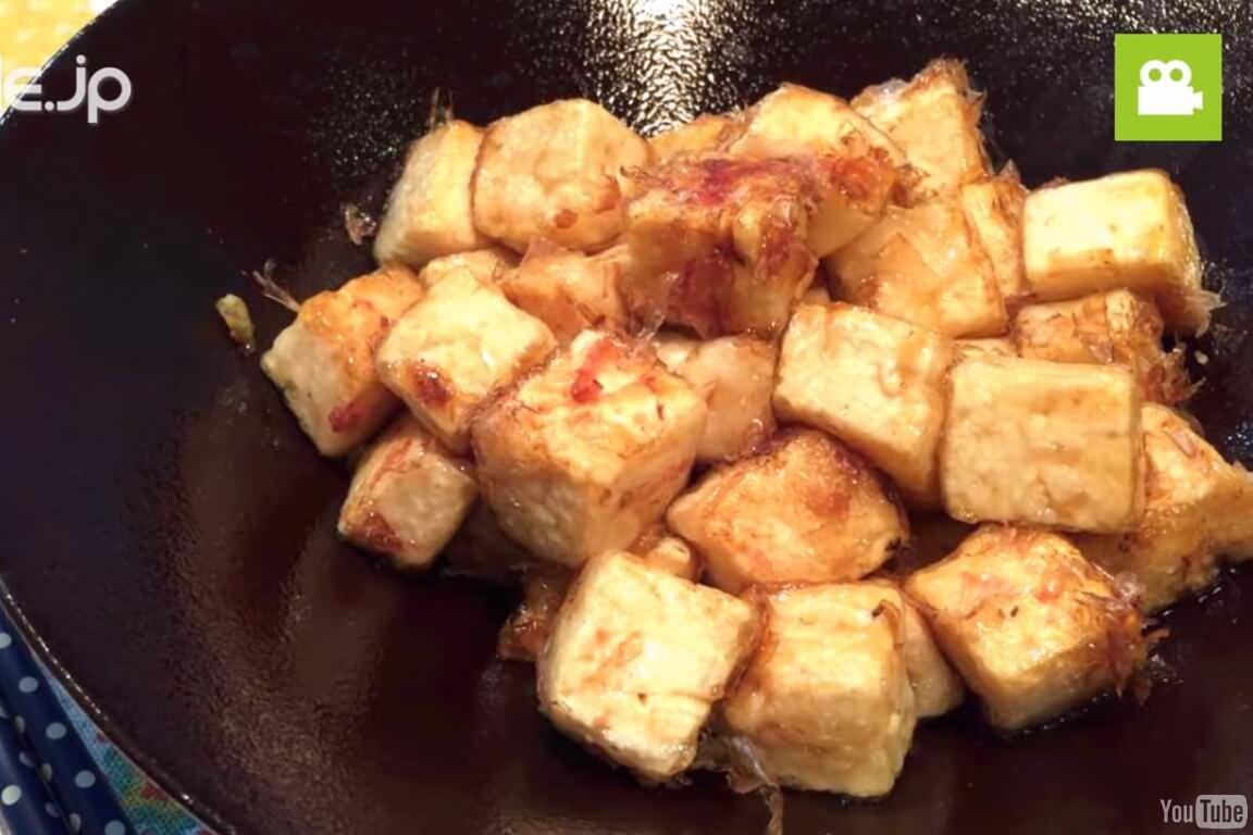 ヘルシーで食べ応え抜群!ふわふわコロコロおかか豆腐の作り方・レシピ