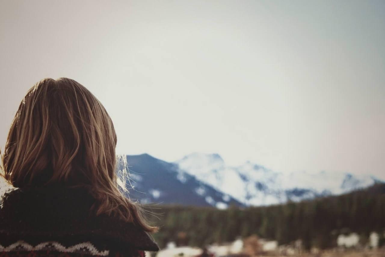 女性用育毛剤で頭皮が赤い・痛い…対処法と肌に優しい無添加のおすすめ育毛剤