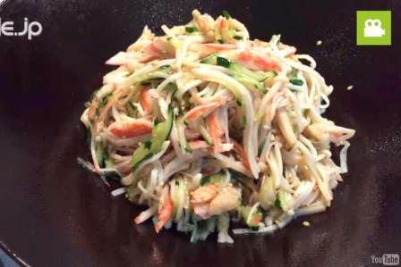 さっぱりして美味しい!えのきとカニカマの中華サラダの作り方・レシピ
