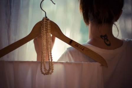 背中が汚い…女性の背中ニキビ・跡は彼氏に悪い印象を与えて嫌われる