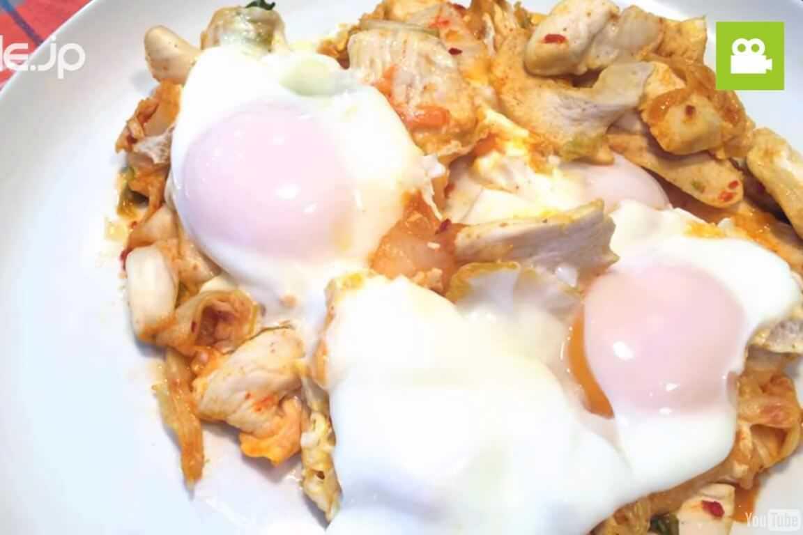 ボリューム満点!ピリ辛で美味しいトリキムチ炒めの作り方・レシピ
