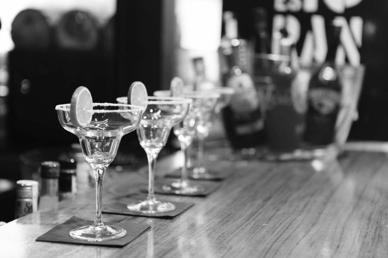 何で?友達や職場の飲み会で自分だけ誘われない時にありがちな理由5選