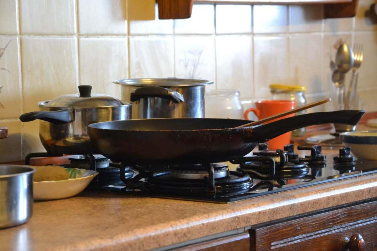 揚げ物料理などで使用!大量の油の簡単な処理方法や捨て方3選
