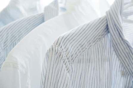 ばっちり予防!シャツの脇や襟につく汗の黄ばみを防ぐ対策方法4選