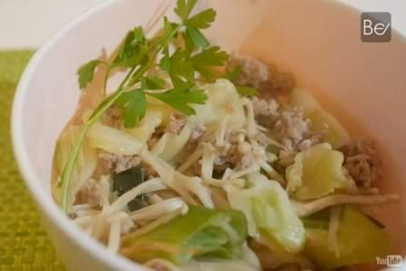 簡単!たった10分で作れる超おいしい野菜炒め丼の作り方・レシピ