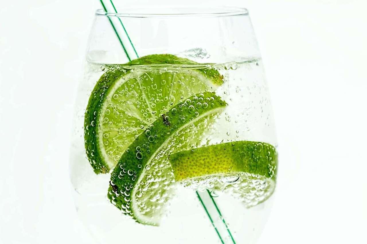 シュワシュワ再び!炭酸が抜けてしまったジュースを復活させる方法3選