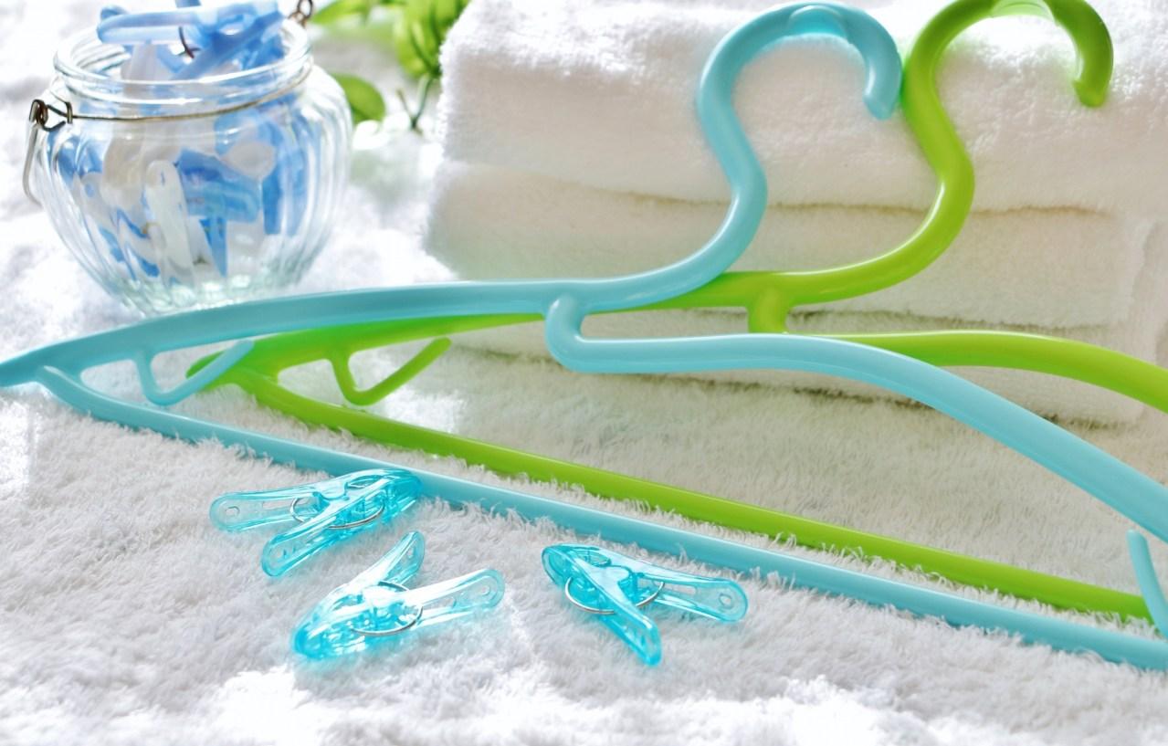 ワキガみたいに臭い!プラスチックのハンガーや洗濯ばさみが臭い原因と対処法5選