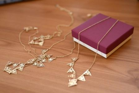 絡まるのを防ぐ!ネックレスの持ち運び時に絡まないようにする収納方法5選