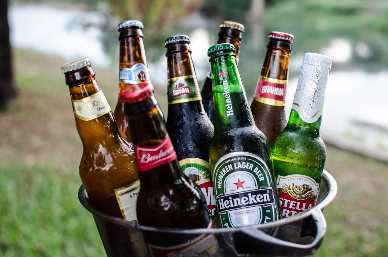 簡単!ビール瓶などの王冠の蓋を栓抜きなしで開ける方法・コツ5選