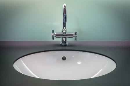 真っ黒!排水口の頑固で汚いカビを簡単に落とす掃除方法4選
