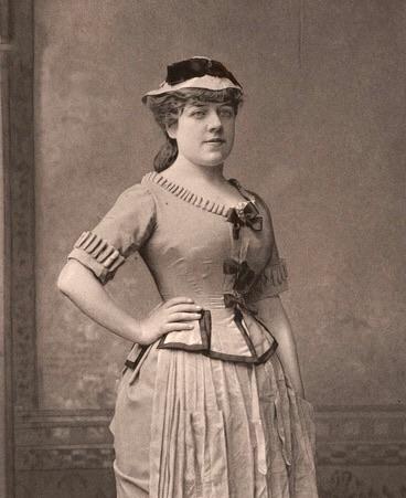 Жанна Самари в сценическом костюме