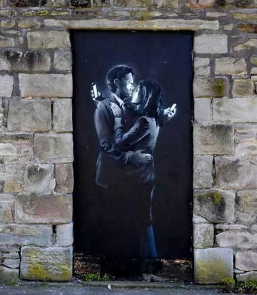 Banksy. Mobile Lovers.
