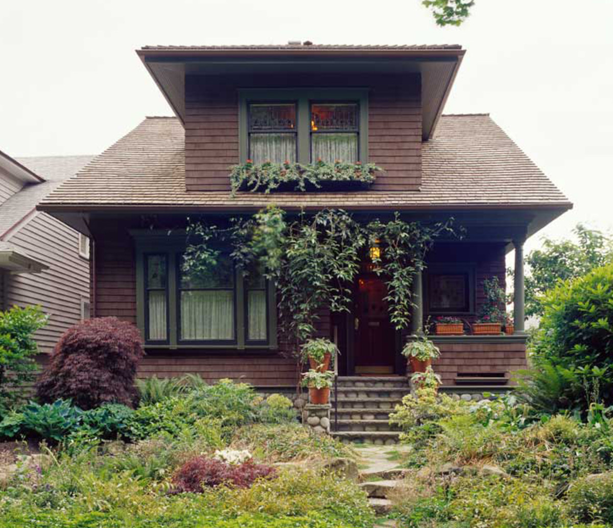 Bungalow Between Eras Design For The Arts Amp Crafts House Arts Amp Crafts Homes Online