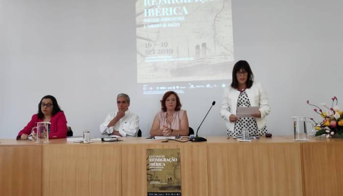 """Sessão De Abertura Do Seminário Internacional """"Estudos De I(E)migração Ibérica -…"""